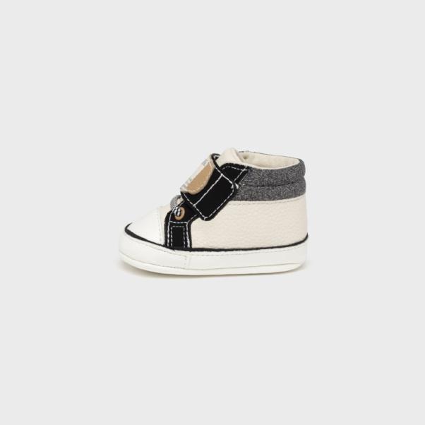 Παπούτσια αγκαλιάς αθλητικά μπεζ-μαύρο Mayoral 9452-52