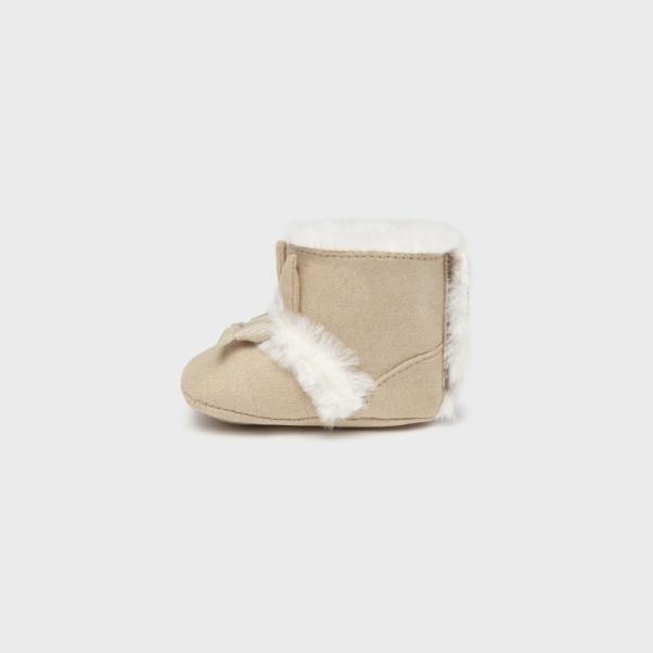Παπούτσια αγκαλιάς μπότες με γουνάκι μπεζ Mayoral 9459-32